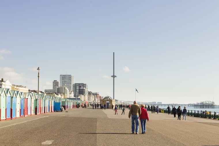 In den Wintermonaten gehört die Promenade von Brighton und Hove Spaziergängern, Radfahrern und Joggern.