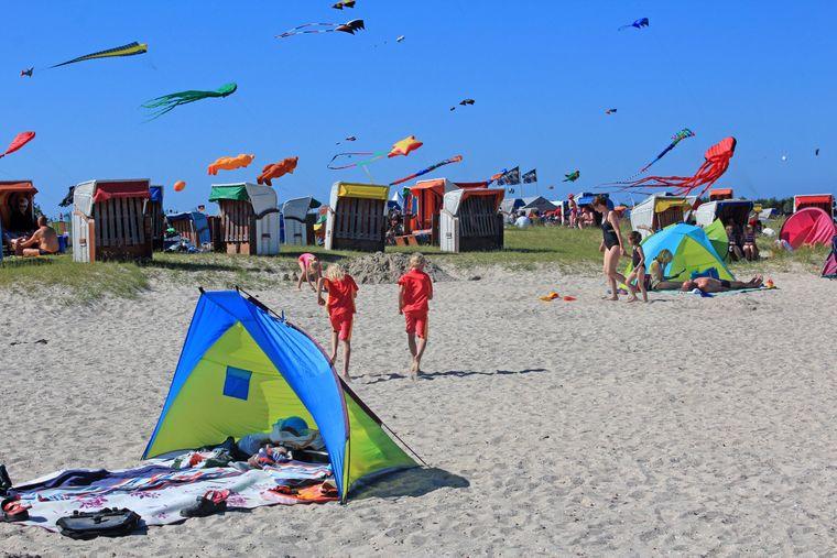 Wangerland ist windig – damit herrschen ideale Bedingungen zum Drachensteigenlassen oder Kitesurfing.