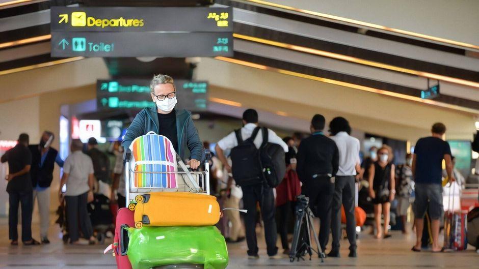Wer aus dem Urlaub nach Deutschland zurückkehrt, soll sich künftig kostenlos auf Corona testen lassen können. (Symbolbild)