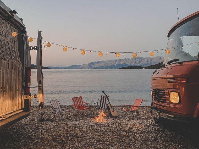 Zwischendurch gibt es am Mittelmeer auch mal Lagerfeuer-Romantik.
