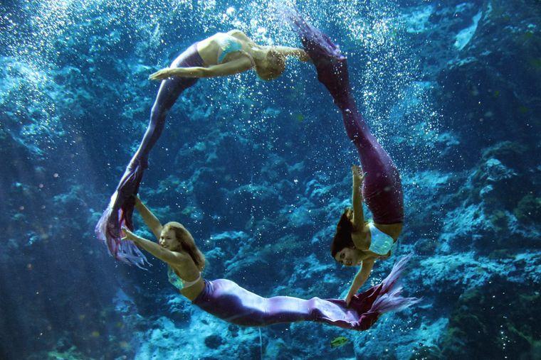 Die Schauspielerinnen des Unterwassertheaters müssen ganz schön fit sein.