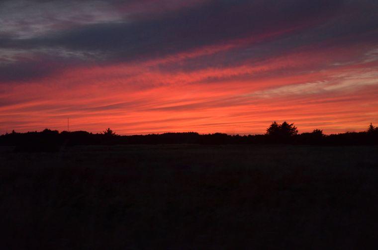 Die Farben sind unbearbeitet und in der Realität war der Sonnenuntergang in Skagen noch viel intensiver.