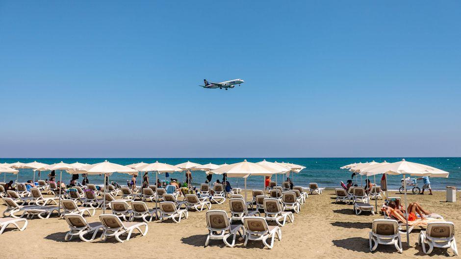 Nach Aufhebung der Reisewarnung werden auch viele Urlaubsziele wieder angeflogen. (Symbolbild)