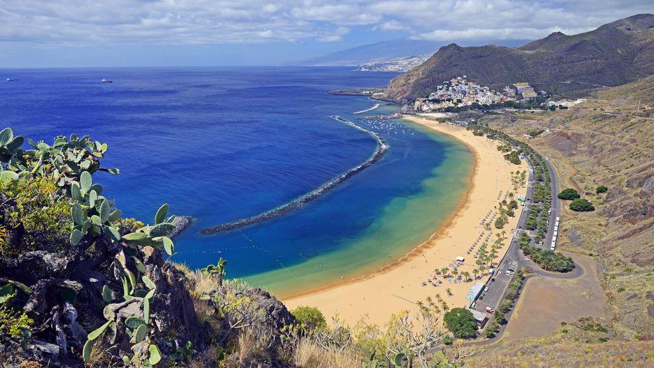 Strand, raue Küste, Bergmassive: Teneriffa ist die größte Kanaren-Insel und auch die abwechslungsreichste.