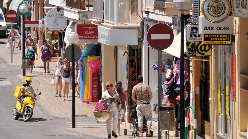 In Cala Ratjada können Shopping-Fans in einer Vielzahl von tollen Geschäften nach Mitbringseln, Schmuck und mallorquinischen Leckereien stöbern.