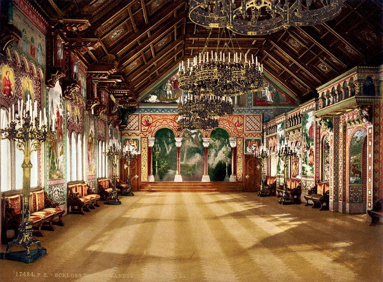 Die Sängerhalle auf Schloss Neuschwanstein ist prunkvoll eingerichtet.