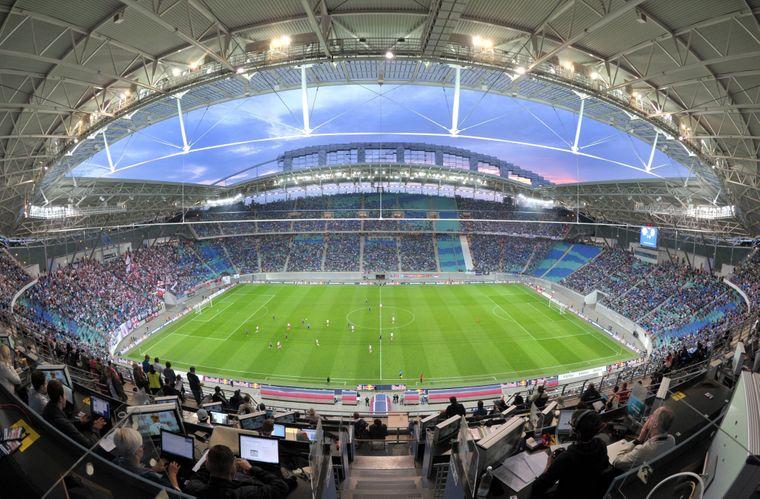 Spielort Red-Bull-Arena: RB Leipzig ist der einzige ostdeutsche Fußballverein, der in der Bundesliga und UEFA Champions League spielt. 2017 wurden die Roten Bullen deutscher Vize-Meister.
