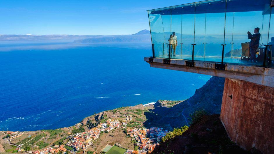 Oberhalb von Aguro auf La Gomera befindet sich der gläserne Skywalk am Aussichtspunkt Mirador de Abrante.