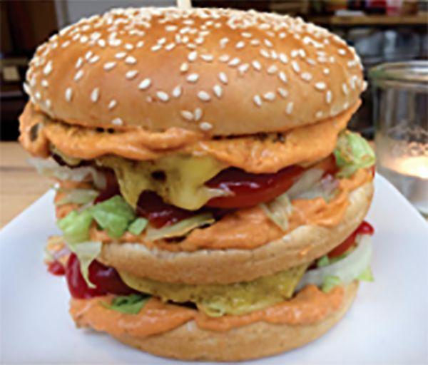 Lecker Burger aus dem Cadé-Blattgold.