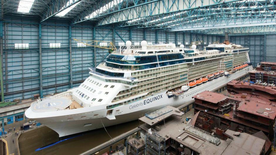 Kreuzfahrtschiff in der Meyer Werft