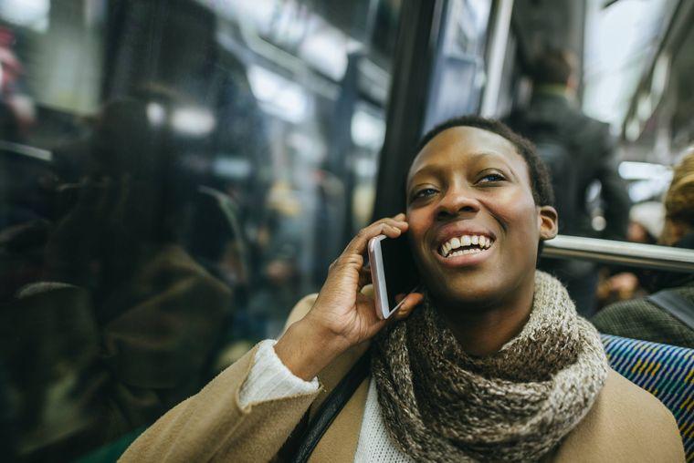 Interessiert dich wirklich, was Tante Ingrid gestern gekocht hat? Eben, die anderen auch nicht, also telefoniere besser draußen.