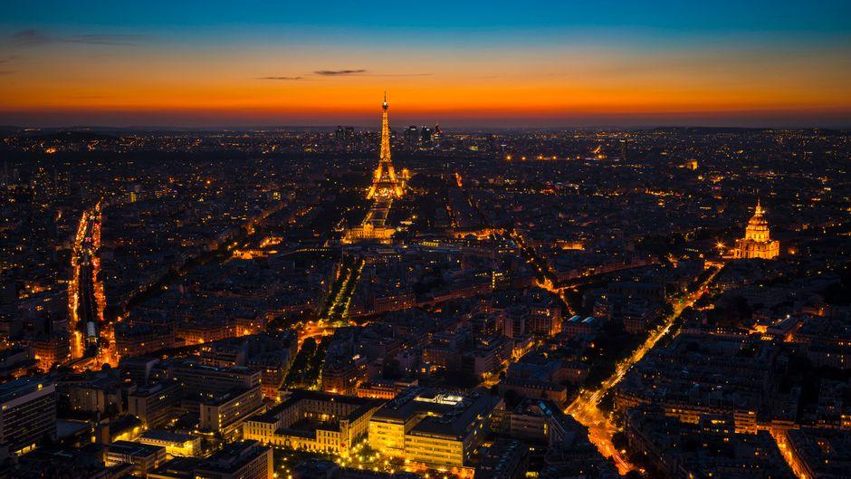 """Paris bei Nacht. Die französische Hauptstadt soll eine Haltestelle der Luxus-Nachtzüge von """"Midnight Trains"""" werden. (Symbolbild)"""