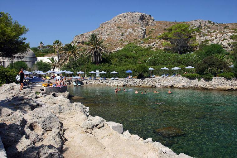 Die Bucht bei den Thermen von Kalithea eignet sich hervorragend für einen Badeausflug.