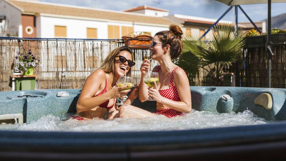 Den Urlaub nach Hause holen? Das geht mit unseren Cocktail-Rezepten. (Symbolfoto)