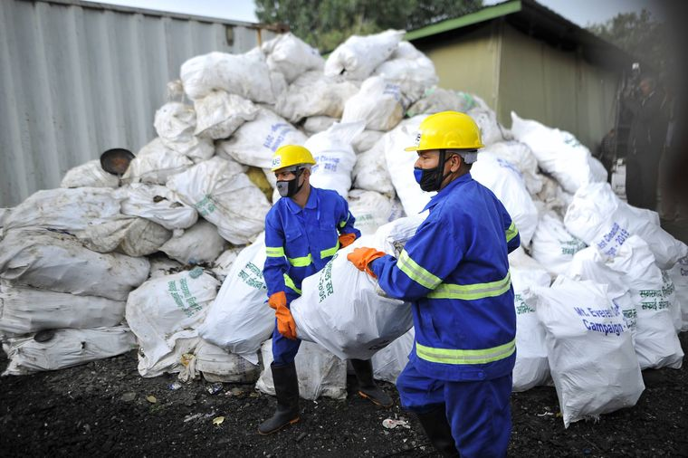 Bei der jährlichen Müllsammelaktion im Mai wurden am Mount Everest mehr als zehn Tonnen Müll gesammelt.