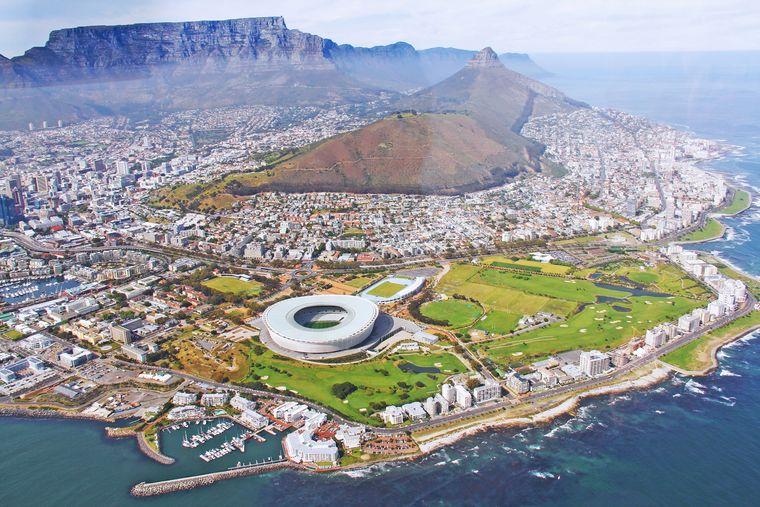 Bei einem Helikopterflug hast du einen tollen Blick über Kapstadt.