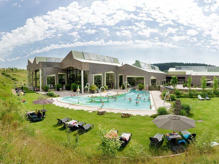 Deine Auszeit am Bostalsee: Außenbecken, Whirlpool und natürlich der See selbst