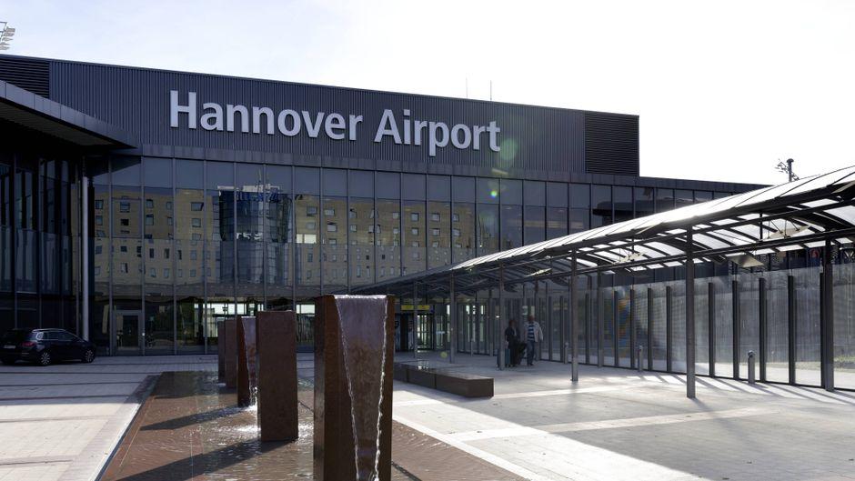 Der Flughafen Hannover-Langenhagen von außen.