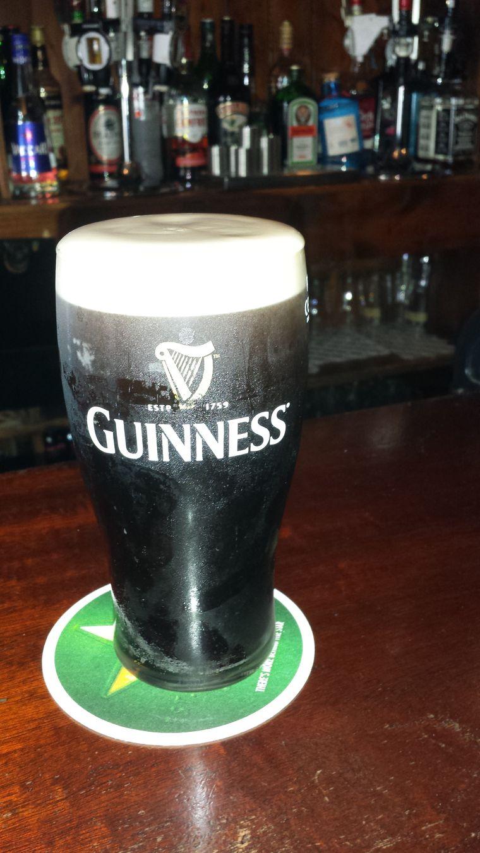 Guinness-Bier in einem irischen Pub.