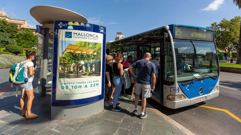 Eine Bushaltestelle auf Mallorca.