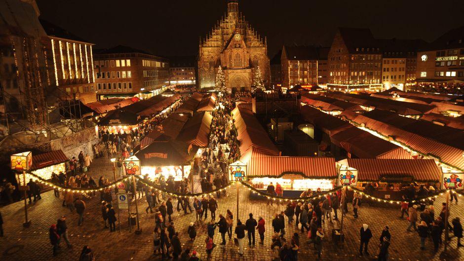 Der Nürnberger Christkindlesmarkt vor der Frauenkirche.