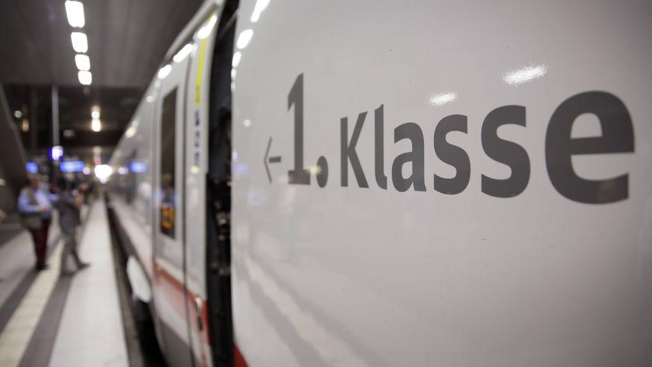 Ein Regionalzug mit erster Klasse.