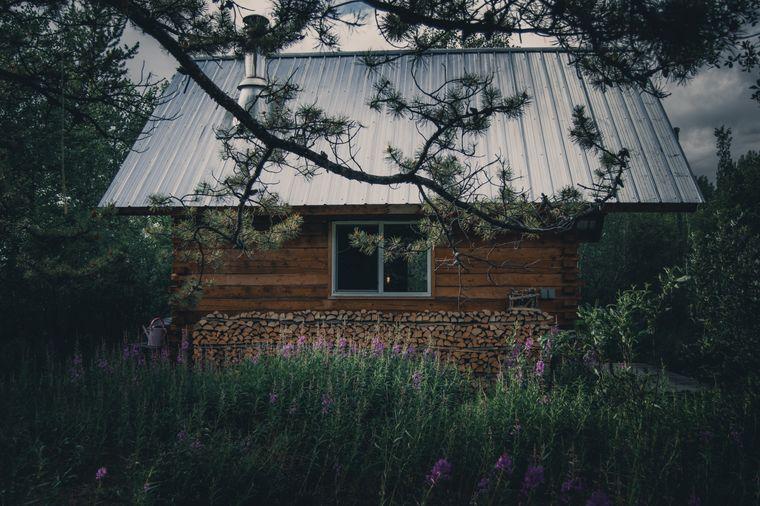 Die Hütte von Peter Zenkl und Sophie Mutlu im Yukon, Kanada.