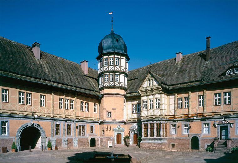 Der Innenhof des Schloss Bevern bietet endlich wieder seine beliebten Open-Air-Konzerte an.