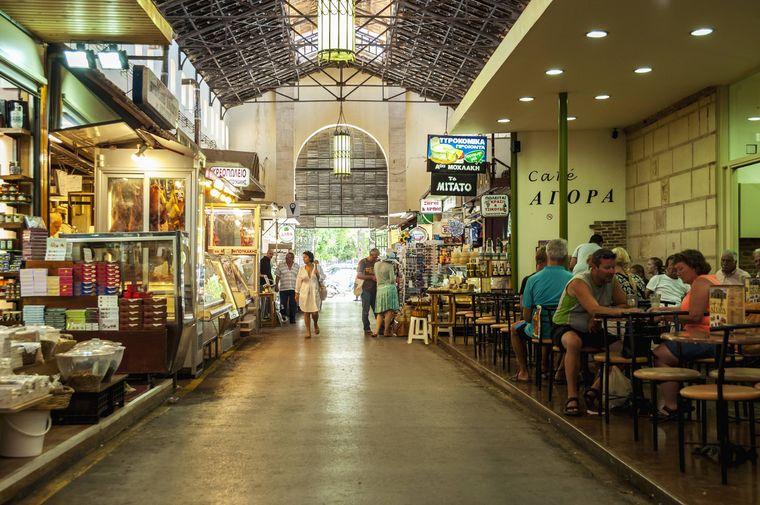 In der Markthalle in Chania gibt es viele regionale Produkte.