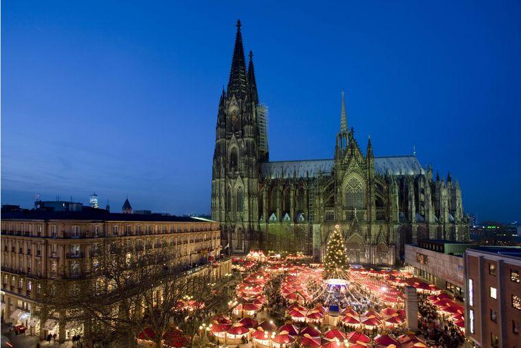 Weihnachtsmarkt vor dem Kölner Dom.