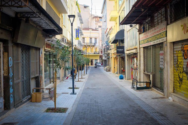 Das Zentrum der griechischen Hauptstadt Athen ist geschmückt mit zahlreichen Geschäften.