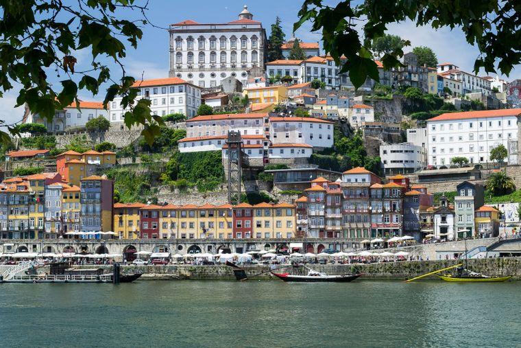 Porto an der nördlichen Atlantikküste Portugals ist eine günstige Alternative zu Lissabon.