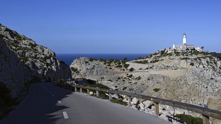Straße zum Leuchtturm am Cap de Formentor auf Mallorca, Balearen.