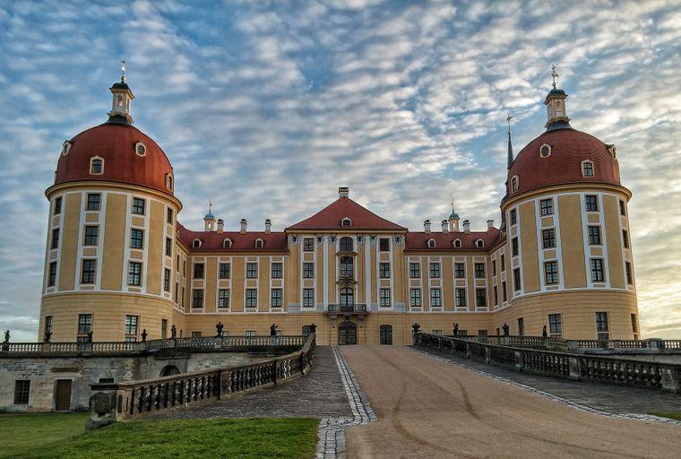 """An einer Treppe des Schloss Moritzburg bei Dresden wurde für  """"Drei Haselnüsse für Aschenbrödel"""" die Szene mit dem verlorenen Schuh gedreht."""