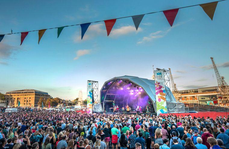 In jedem Juli findet das große Bristol Harbour Festival in der Stadt statt.