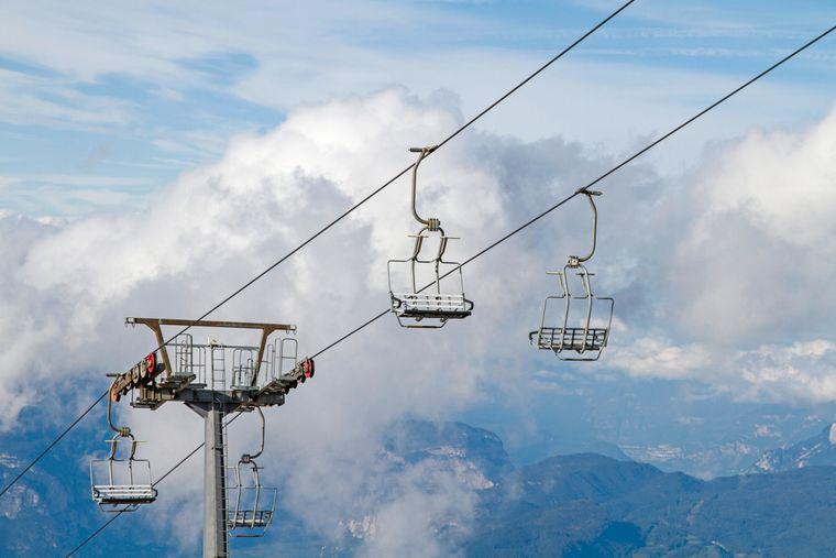 Mit der Seilbahn kannst du auf einen Gipfel des Monte Baldo fahren.