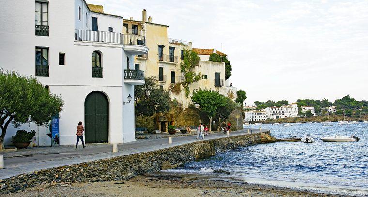 Nach Cadaqués an der Costa Brava führt nur eine einzige Straße.