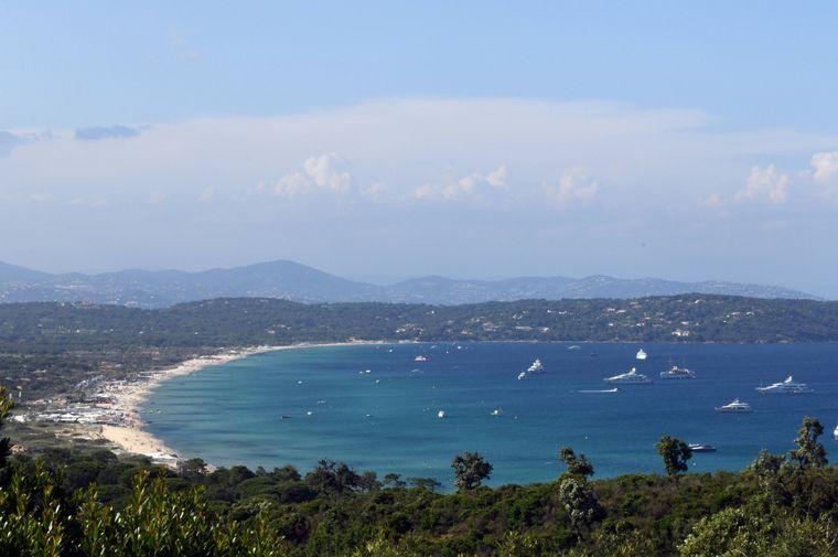 Der Strand Pampelonne ist 4,5 Kilometer lang und gehört zum französischen Mittelmeerort Ramatuelle an der Côte d'Azur. Kosten für Eintritt, Liege und Sonnenschirm: 30 Euro.