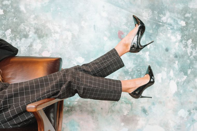 Schwarze High Heels mit Pfennigabsatz.