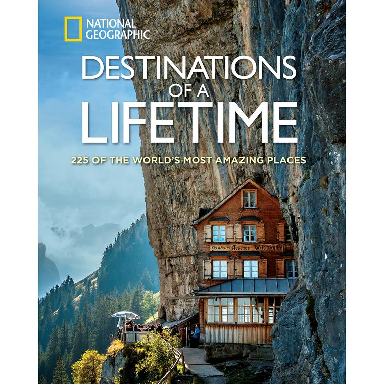 """Das Aescher-Wildkirchli ist sogar auf einem Buch-Cover von """"National Geographic"""" zu sehen."""