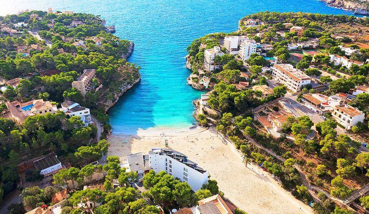 Der Strand Cala Santanyi liegt im Süden Mallorcas.