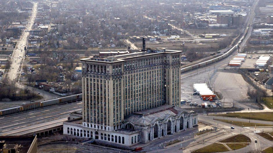 Die Michigan Central Station sollte die Gegend in Detroit aufwerten – doch nun wirkt das in die Jahre gekommene Gebäude mit 18 Stockwerken wie ein Fremdkörper.
