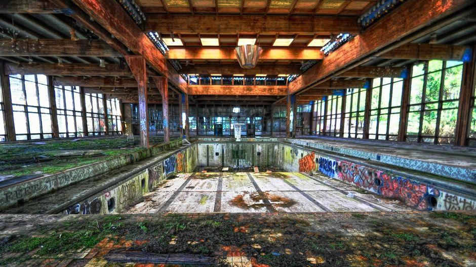 Einst Luxusherberge, heute Ruine: In diesem Pool im Grossinger's Catskill wird wohl niemand mehr seine Bahnen schwimmen.
