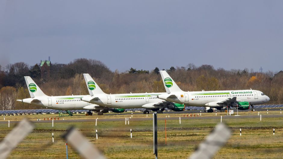 Flugzeuge der insolventen Airline Germania am Flughafen Düsseldorf.