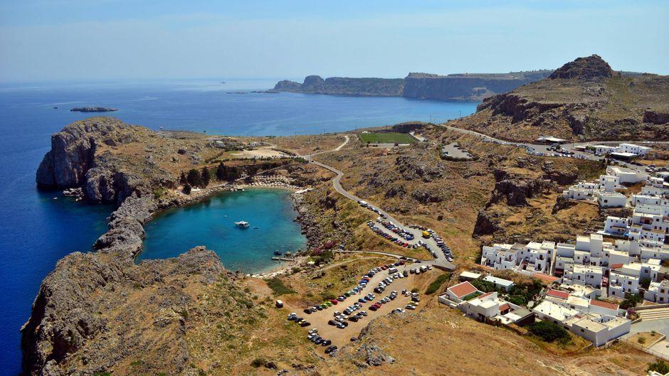 Bei Lindos auf Rhodos gibt es eine Lagune, die aus der richtigen Perspektive wie ein Herz aussieht.