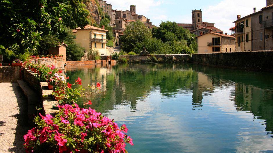 Das Dorf Santa Fiora in der Toskana übernimmt die halbe Miete, wenn du dein Homeoffice dorthin verlegst.