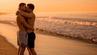 Chad und Jared küssen sich am Strand. Das ist nicht überall problemlos möglich. (Symbolfoto)