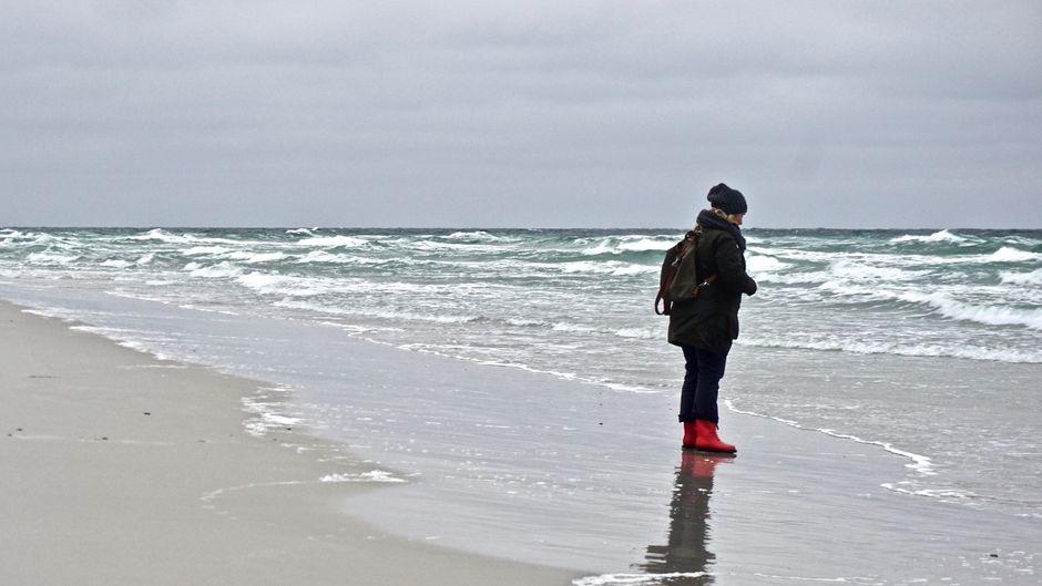 Einer der schönsten Strände Bornholms zieht sich über Kilometer bei Dueodde. Während der kälteren Monate scheint er Besuchern ganz allein zu gehören.