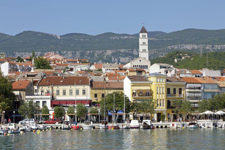 Der Bootshafen von Crikvenica in der Kvarner-Buch in Kroatien.