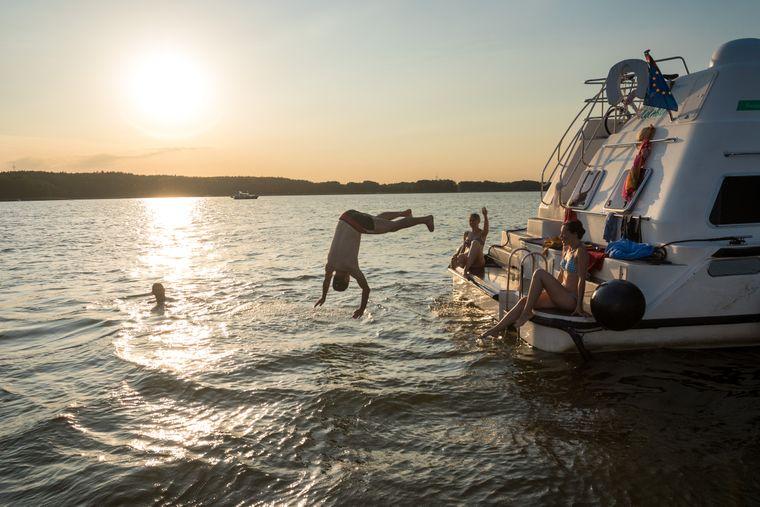 Vom zuHAUSeBOOT direkt ins Wasser – ein Riesenspaß.